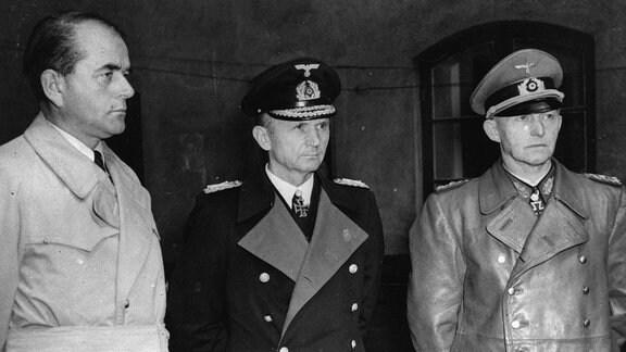 Albert Speer mit Admiral Karl Dönitz