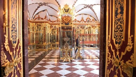 Das Juwelenzimmer im Historischen Grünen Gewölbe im Dresdner Schloss der Staatlichen Kunstsammlungen Dresden (SKD).