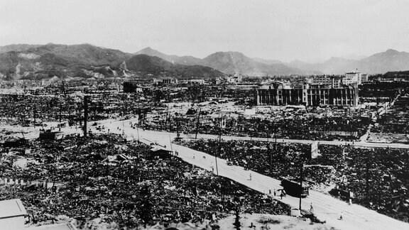 1945, Hiroshima nach der explosion der ersten Atom-Bombe