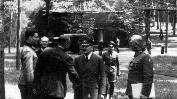 Hitler Stauffenberg und Keitel in der Wolfsschanze am 15. Juli 1944