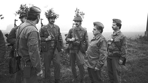 ܜbung im Landkreis Stollberg im Erzgebirge, mit 1. Sekretär der SED- Kreisleitung Stollberg Werner Kunz (2.von rechts) Chemnitz Sachsen BRD