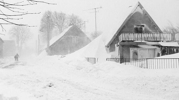 Ein eingeschneites Haus.