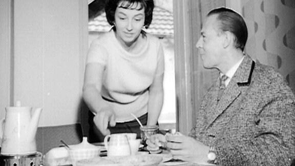 Herbert Köfer mit seiner Frau Traudel am Frühstückstisch