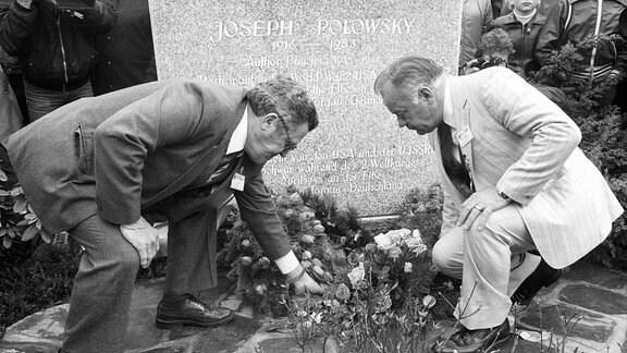 Kranzniederlegung am Grab des amerikanischen Soldaten Joseph Polowsky