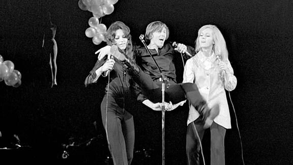 Pop Sänger (von links) Marta Kubisova, Vaclav Neckar und Helena Vondrackova