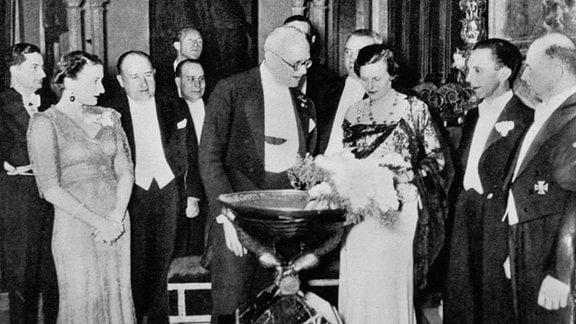 Leni Riefenstahl bei Preisverleihung.