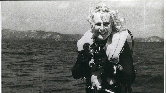 Leni Riefenstahl auf einem Boot