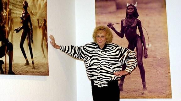 Filmregisseurin Leni Riefenstahl (GER) in ihrem Haus in Pöcking vor ihren Aufnahmen des Naturvolkes der Nuba