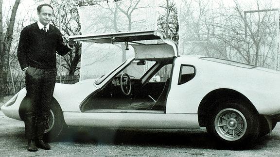 Heinz Melkus neben seinem Melkus RS 1000