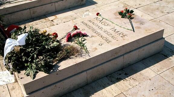 Grabstätte des ungarischen Politikers Imre Nagy auf dem Pantheonfriedhof in Budapest