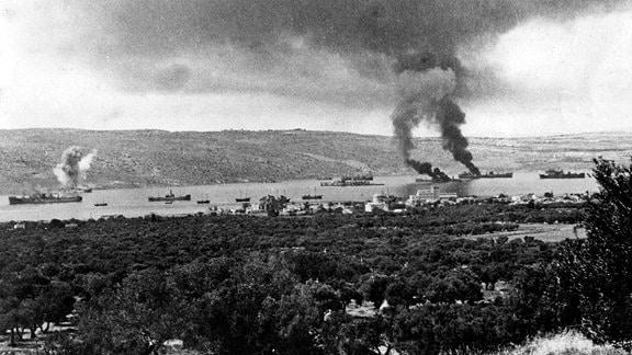 Brennede Schiffe während Kreta-Evakuierung 1941