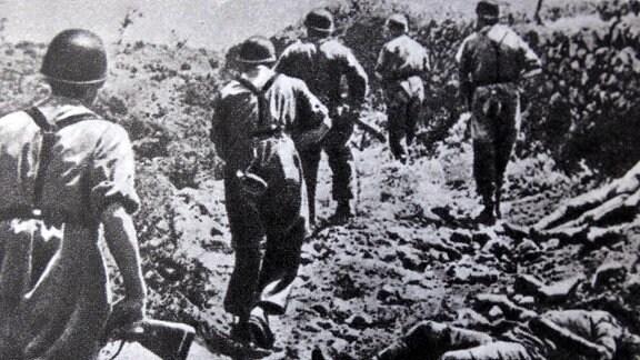 Deutsche Fallschirmjäger gehen auf Kreta gegen britische Soldaten vor