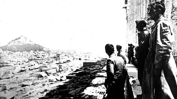 Deutsche Soldaten 1941 auf der Akropolis in Athen