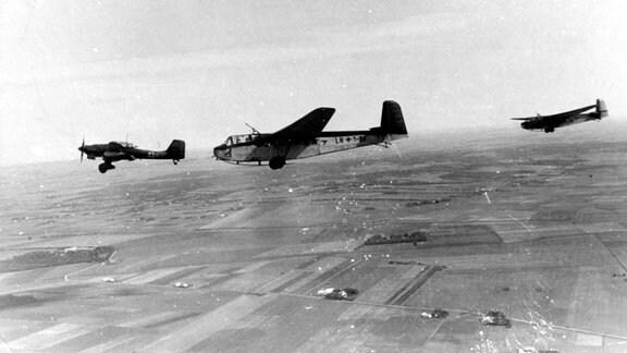 Deutscher Lastensegler DFS 230 und Stuka Ju 87
