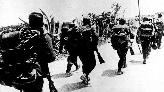 Gebirgsjäger 1941 beim Vormarsch auf Kreta