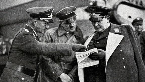 Hitler und Göring während eines Luftwaffen-Manövers 1936