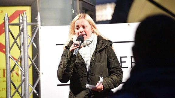 Jana aus Kassel spricht auf Querdenker-Demonstration
