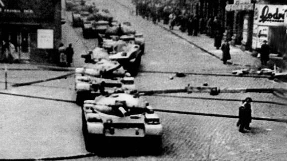 Sowjetische Panzer in BUdapest 1956 Ungarn-Aufstand