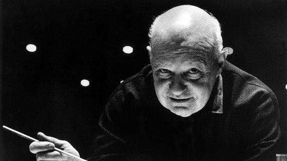 Der deutsche Komponist und Dirigent Paul Hindemith