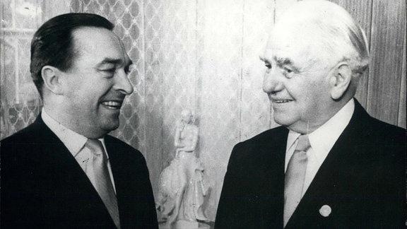 Sowjetischer Botschafter Puschkin und DDR-Präsident Wilhelm Pieck