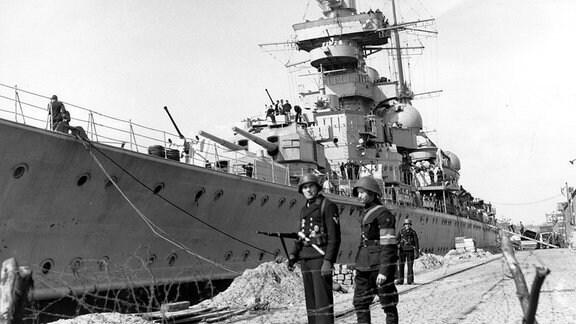 Schlachtkreuzer Prinz Eugen nach der deutschen Kapitulation in Kopenhagen