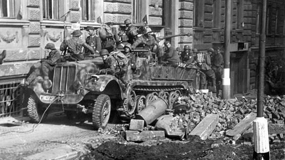 Soldaten der Waffen-SS im Mai 1945 in Prag