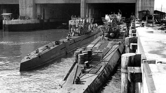 U-Boote der Kriegsmarine vor Bunker in Trondheim