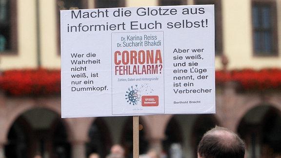 Demonstration und Kundgebung von wenigen Teilnehmern der Corona Gegner
