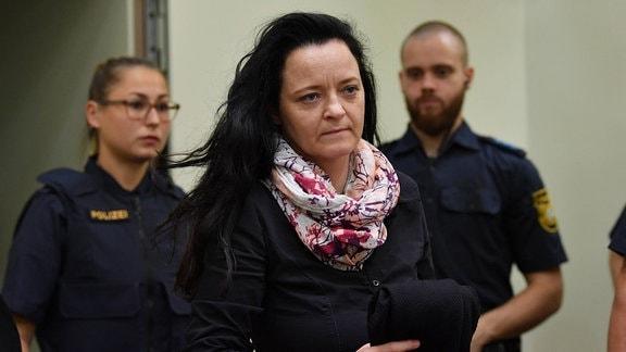 Die Angeklagte Beate Zschäpe kommt am Dienstag (05.06.2018) im Landgericht in München zum 428. Verhandlungstag im NSU-Prozess.