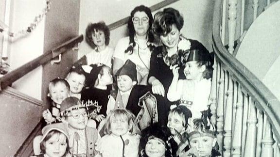 Kindergruppenfoto s/w