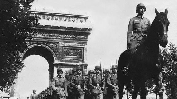 Siegesparade der Wehrmacht 1940 in Paris