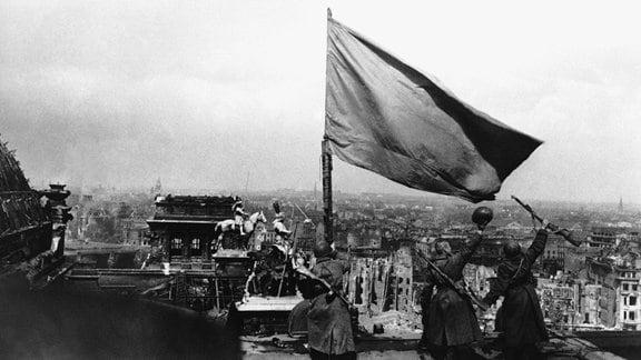 Sowjetsoldaten auf dem Reichstag, 1945