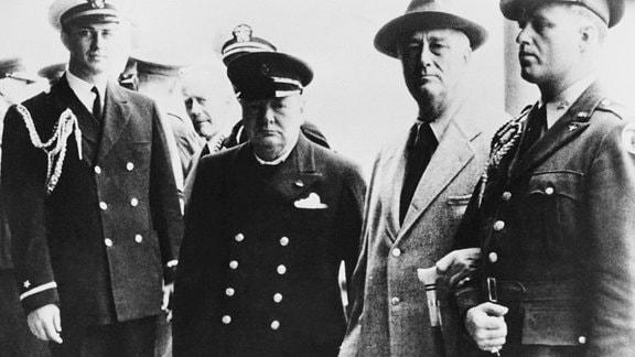 Winston Churchill und Franklin Roosevelt auf der HMS Prince of Wales
