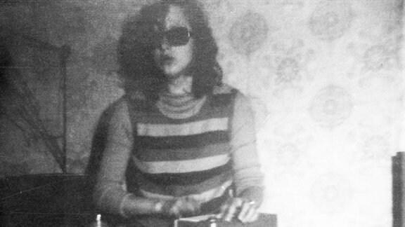 Kathrin Aehnlich als Jugendliche mit Kofferradio