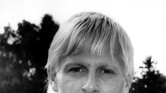 Neuzugang beim Fußball-Bundesligisten 1. FC Nürnberg: Der 27-Jährige Mittelfeldspieler Uwe Weidemann, aufgenommen am 20.07.1990 in Nürnberg.