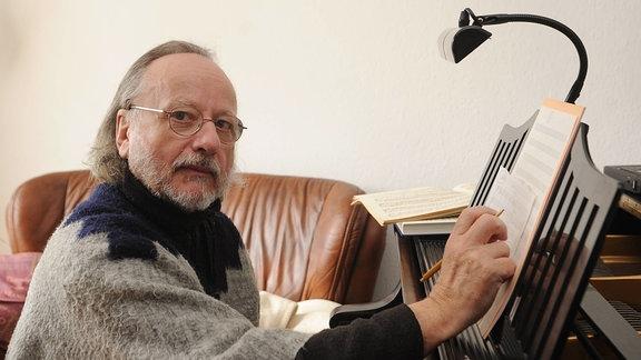 Peter Gotthardt - Komponist von Filmmelodien und Texter in seinem Haus in Mahlsdorf.