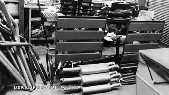 konfiszierte KFZ-Ersatzteile  - Hauptschalldämpfer und Auspuffrohre,