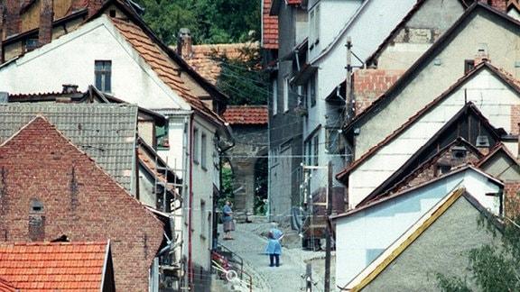 Dicht an dicht schmiegen sich die Dächer in der Hauptstraße von Treffurt.