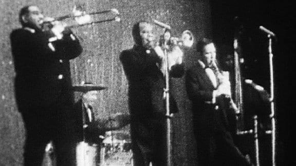"""Louis Armstrong mit seiner Band """"All Stars"""" im Friedrichstadtpalast."""