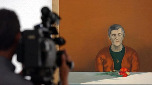 """Das Gemälde """"Die Ausgezeichnete"""" von dem DDR-Künstler Wolfgang Mattheuer aus dem Jahre 1973."""