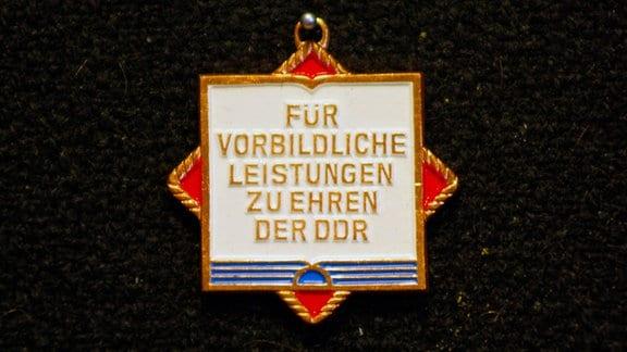 """Orden """"Für vorbildliche Leistungen zu Ehren der DDR"""""""