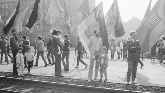 Demonstration zum 1. Mai in Leipzig 1986, am Innenstadtring; Leipzig 1985