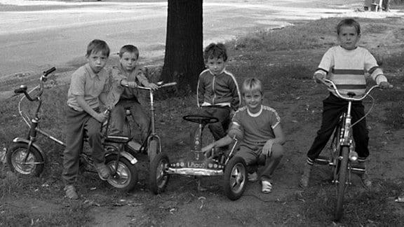 Kinderbande auf der Potsdamer Allee