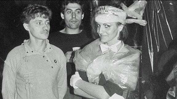 Schwarz-Weiß_Aufnahme vom Studentenfasching in Leipzig Mitte der 1980er-Jahre