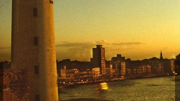 Sonnenuntergang über dem Castillo del Morro in Havanna