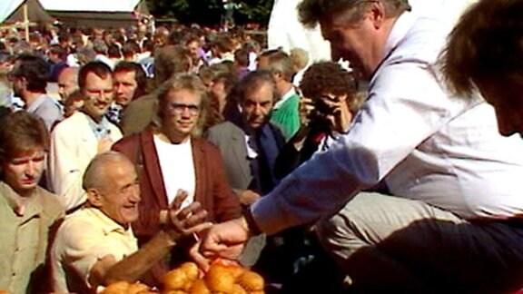 Kartoffelverkauf vor dem Roten Rathaus