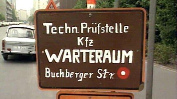 Wegweiser zur Technische Prüfstelle für Pkw in Ost-Berlin