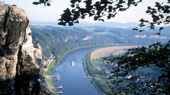 Blick auf die Elbe und Elbsandsteingebirge