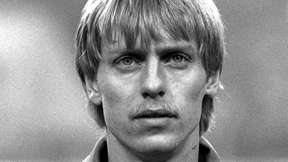 DDR-Stürmer Rainer Ernst vom BFC Dynamo, aufgenommen am 12.03.1986 vor dem Fußball-Länderspiel DDR - Niederlande (0:1) im Leipziger Zentralstadion.