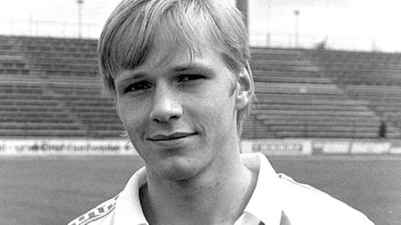 Abwehrspieler Detlef Schößler vom 1. FC Magdeburg in einer undatierten Archivaufnahme aus dem Jahr 1984, aufgenommen im Magdeburger Ernst-Grube-Stadion.